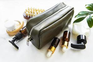 grön läder kosmetisk väska foto
