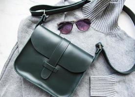grönt läderväska för kvinnor foto
