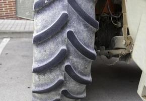 stort traktorhjul foto