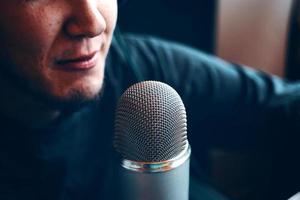 podcaststudio med mikrofon foto