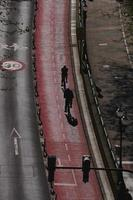 cyklist på cykelbanan i bilbao city spanien foto