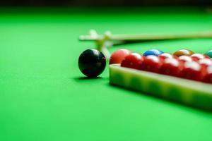 snooker bollar på gröna snooker bord foto