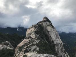 stora stenar vid Seoraksan nationalpark, Sydkorea foto