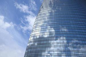 modern byggnad i staden foto