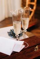 bröllopsglas för vin och champagne foto