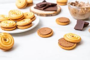 smörgåskakor med chokladkräm foto