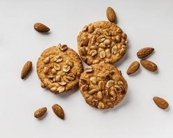 läckra kakor med nötter foto