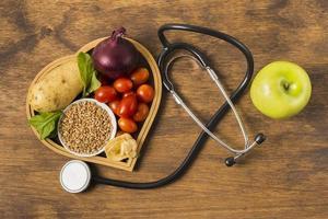 hälsosam mat och medicinsk utrustning foto