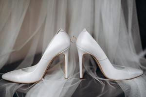 bröllop skor av bruden, vackert mode foto