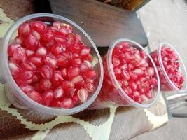 välsmakande och hälsosamt granatäpplefrön lager foto