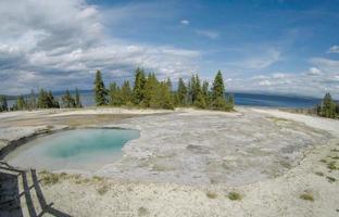 Yellowstone - västra tummen geyserbassäng foto