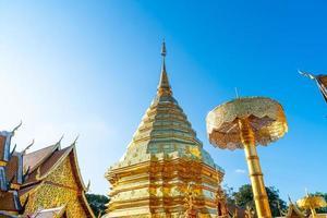 vackert gyllene berg vid templet vid wat phra som doi suthep i Chiang Mai, Thailand. foto
