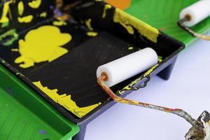 färgvalsar för målning av väggar och tak foto