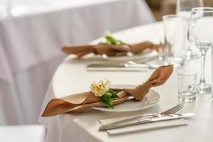 vacker dekoration av bröllopsferien med blommor och grönska med blomsterhandlare dekoration foto