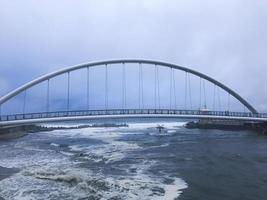 bågbro i gangneung stad nära havet, Sydkorea foto
