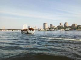 båt på Nilen i Kairo City, Egypten foto
