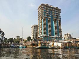 stora byggnader vid Nilen. Kairo City, Egypten foto