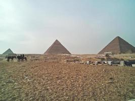 en vy över de stora pyramiderna i Giza, Egypten foto