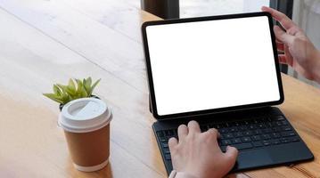 kvinna som använder bärbar dator foto