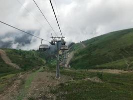 linbanan i Kaukasusbergen. sochi-området, roza khutor, ryssland foto