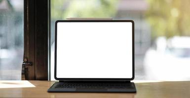bärbar dator på kontoret foto