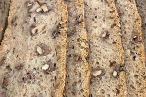 närbild redo att äta färskt bröd foto