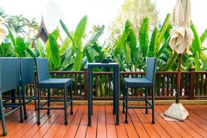 tomt uteplatsdäck och stol på balkongen foto