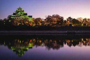 okayama slott, aka ujo eller kråka slott, vid floden asahi i japan foto