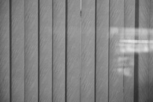 grå texturerat vertikalt fönster persienner mönster, bakgrund foto