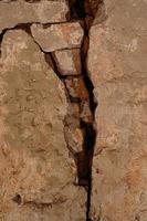 spricka gammal tegelvägg betong konsistens foto