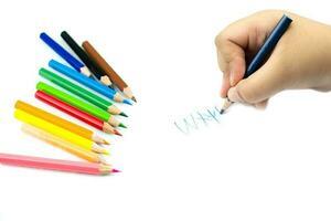 närbild på flickahand med penna som skriver engelska ord för hand foto