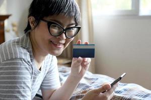 slappna av asiatisk kvinna foto