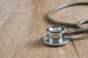 stetoskop på en träbakgrund foto