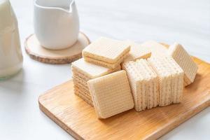 mjölkplatta med mjölkkräm foto
