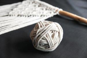 dekorativ handgjord snygg bomullsmakrame foto