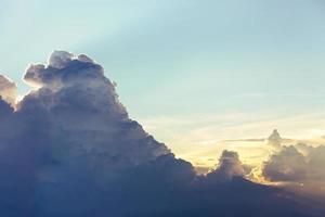 regnperioden med cumulonimbusmoln foto
