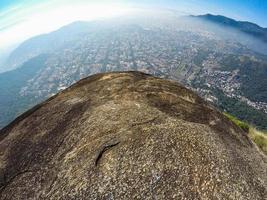vy från toppen av den förlorade toppen i Rio de Janeiro, Brasilien foto