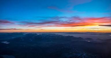 solnedgång över Colorado Rockies från ett flygplan foto