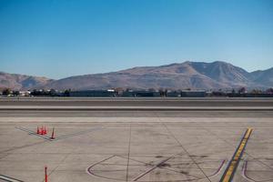 scener runt Reno Nevada flygplats i november foto
