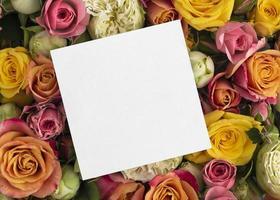 ovanifrån vackra blommor med tom ram foto