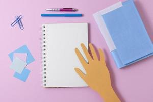 ovanifrån ordning för skolmaterial foto