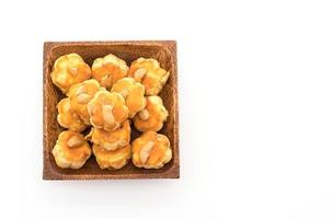 durian kakor på vit bakgrund foto