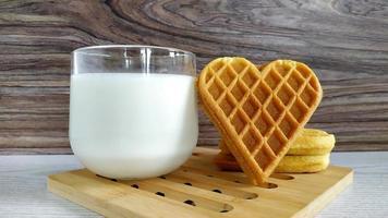 kakor hjärta och mjölk. hemlagade kakor för alla hjärtans dag, födelsedag foto