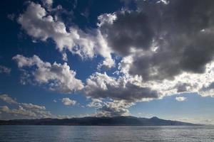 naturliga moln på himlen foto