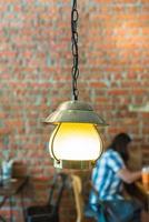 vintage lampa dekorativ i café foto