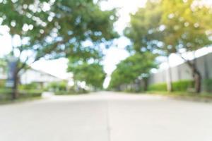abstrakt oskärpa asfaltväg - öka färg och ljusbearbetningsstil med solbländande effekt foto