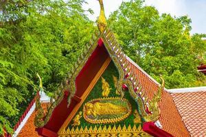 vackert färgrikt wat phra yai buddhistiskt tempel koh samui thailand. foto