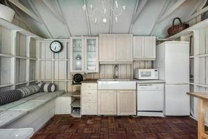 lyxigt kanadensiskt hus med hårda trägolv och trapphus foto