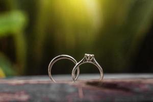 förlovningsringar, vigselringar foto