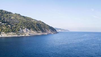 den liguriska kusten av Ponenete Rivieran foto